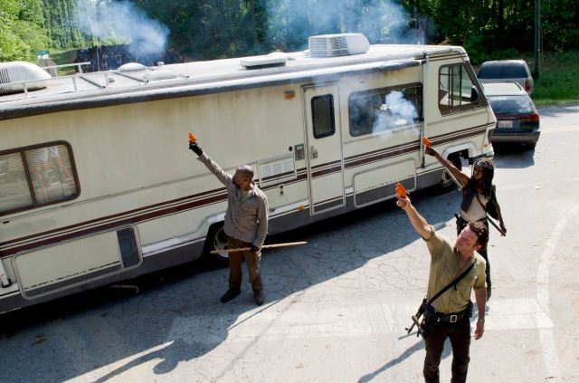Lennie James as Morgan, Andrew Lincoln as Rick Grimes and Danai Gurira as Michonne - The Walking Dead _ Season 6, Episode 1 -