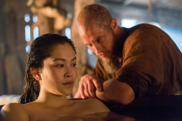 Ragnar and Yidu take a bath in Episode 5 Promised Season 4 of History Channel's Vikings