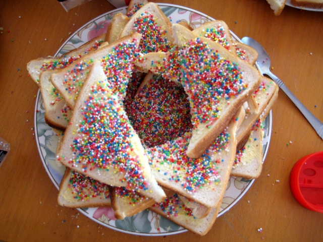 How to display fairy bread on a plate